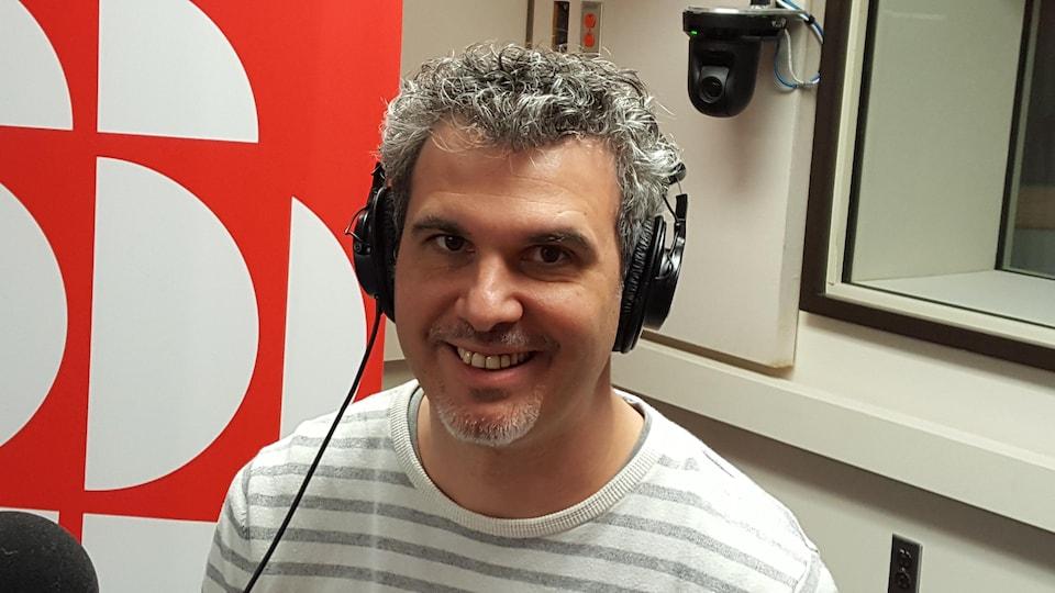 Le professeur Vincent Arnaud en studio
