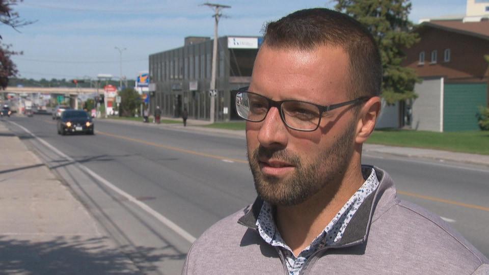 Vincent Heine, le directeur général de la Manne de l'Île, en entrevue à Radio-Canada.