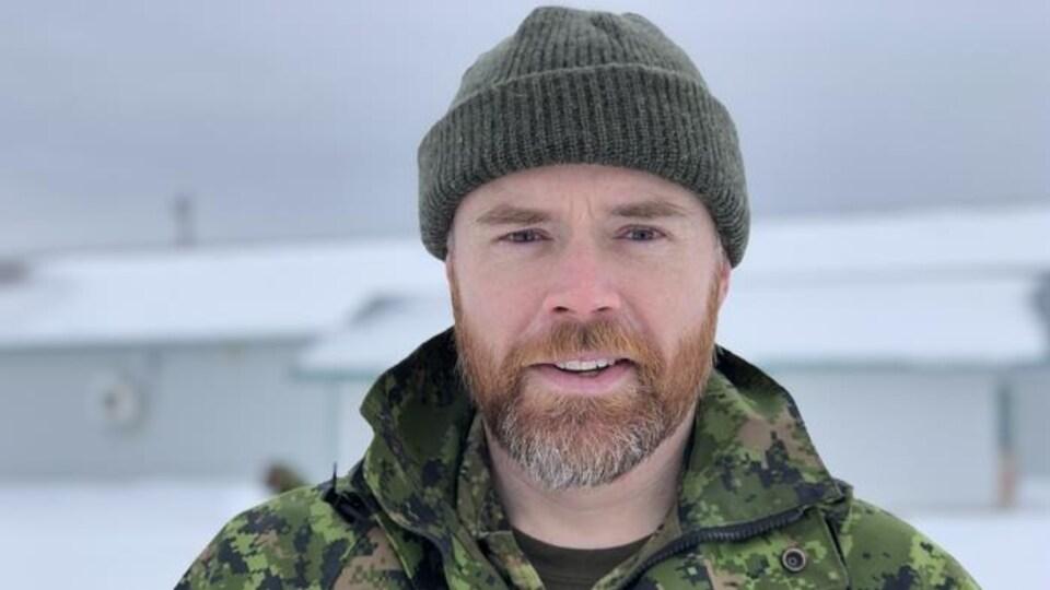 Un militaire des Forces armées canadiennes.