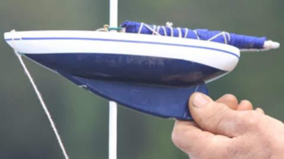 Avec le concept avancé par Vincent Thériault, le mât d'un voilier se transforme en stabilisateur en cas de tempête