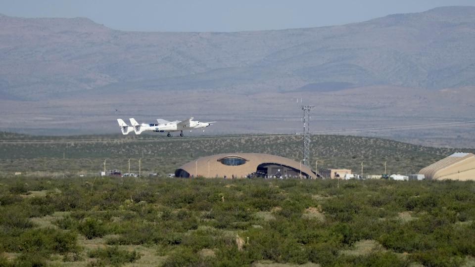 Le VMS Eve de Virgin Galactic transporte le VSS Unity au décollage de Spaceport America, le 11 juillet 2021, à Truth or Consequences, au Nouveau-Mexique.