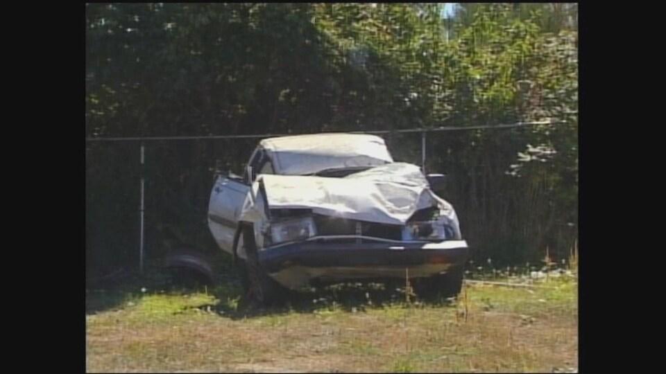 Une Subaru Loyale 1992 endommagée.