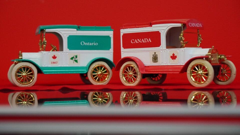 Une voiture du Canada et une autre de l'Ontario