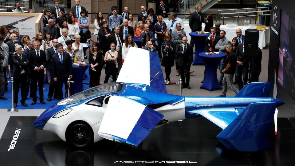 AeroMobil, un prototype de voiture volante exposé à Bruxelles, Belgique, le 7 juillet 2016.