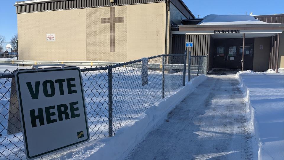 Un bureau de vote durant les élections municipales à Saskatoon (archives).