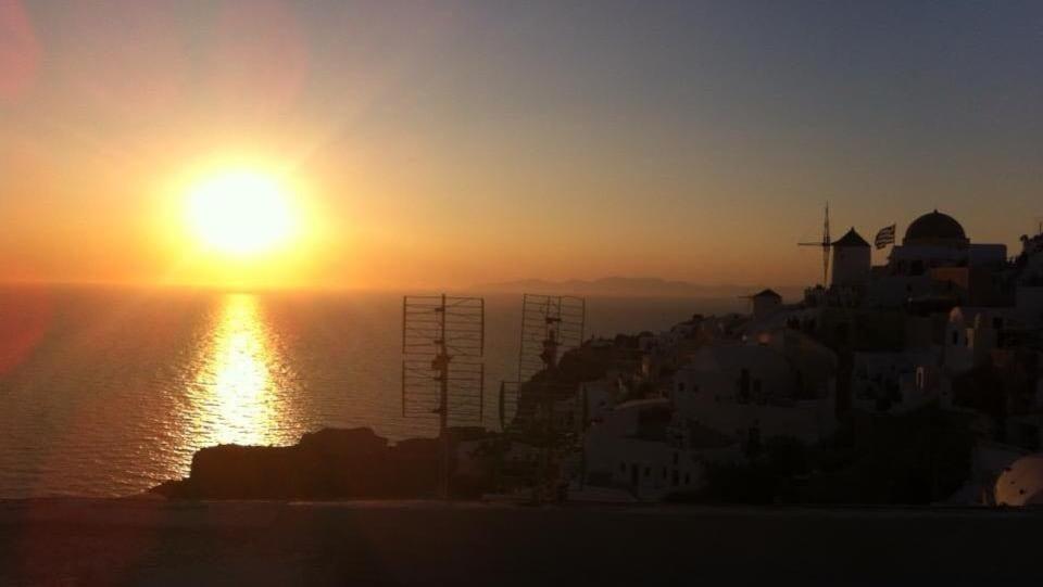 Un coucher de soleil à Oia, à Santorin