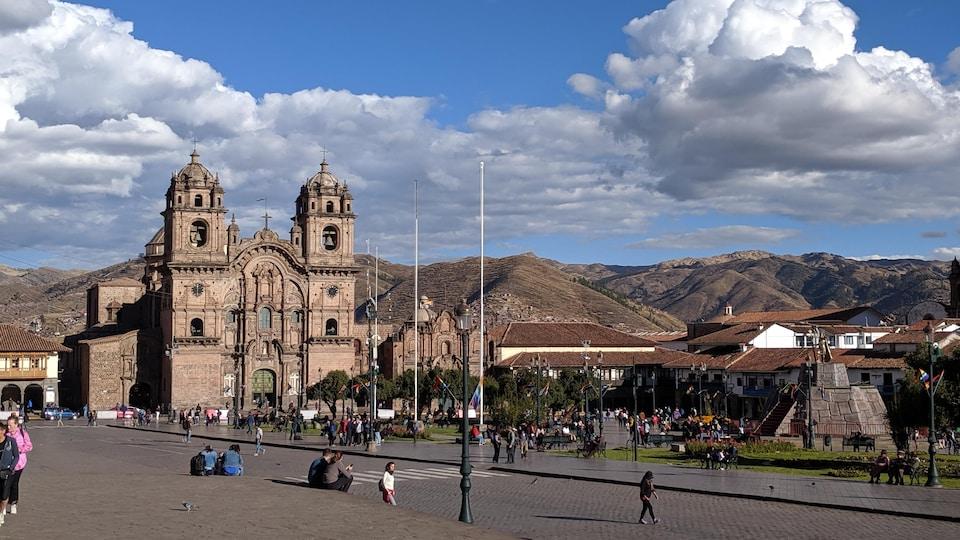 La place centrale de Cuzco, au Pérou