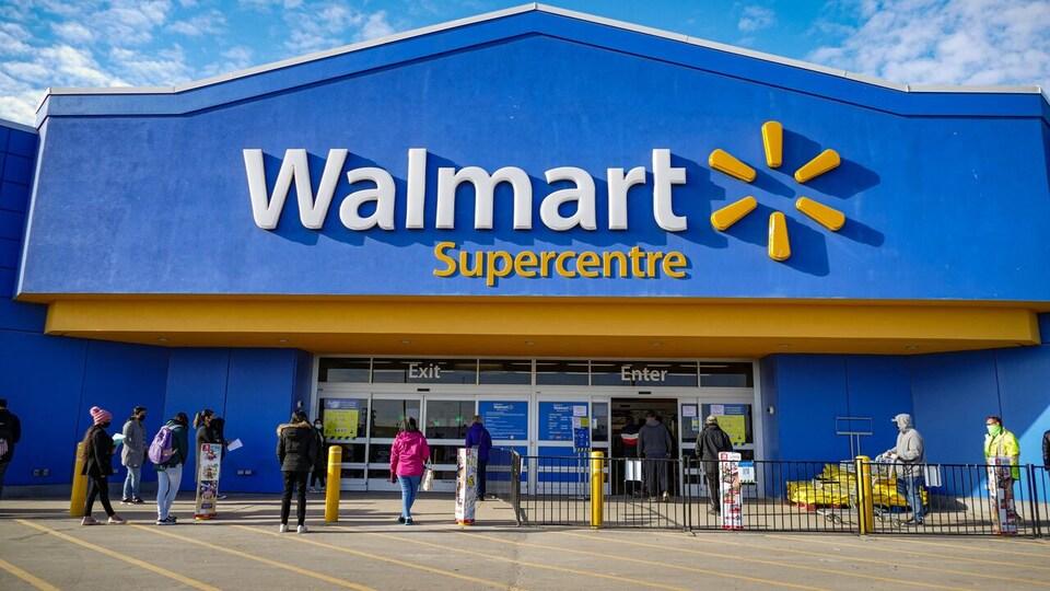 La façade d'un magasin Walmart.