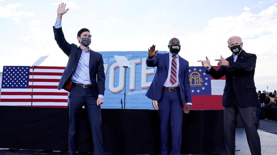 Jon Ossoff, Raphael Warnock et Joe Biden.