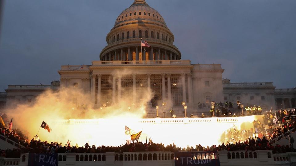 Les partisans du président Trump rassemblés devant le Capitol à Washington