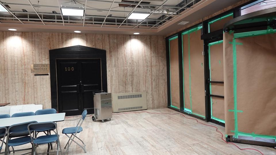 Photo de l'intérieur du lobby de l'immeuble Westcourt Place à Windsor.