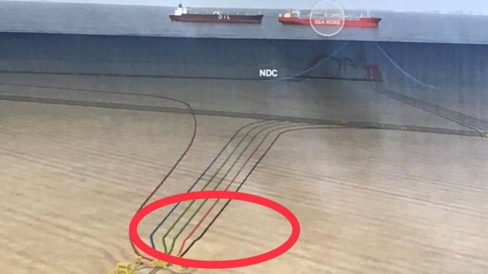 Schéma des conduites sur le fond marin reliées à un bateau.