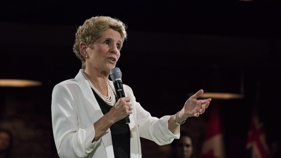 La première ministre de l'Ontario Kathleen Wynne lors d'une réunion publique le 20 novembre 2017.