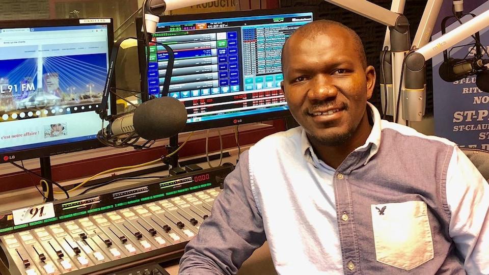 Yaya Doumbia, directeur général d'Envol 91 Fm à Winnipeg.