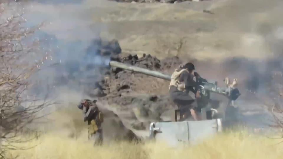 Deux hommes au combat au Yémen.