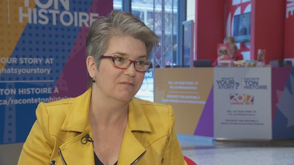 Potrait de Mireille Messier dans les locaux de Radio-Canada