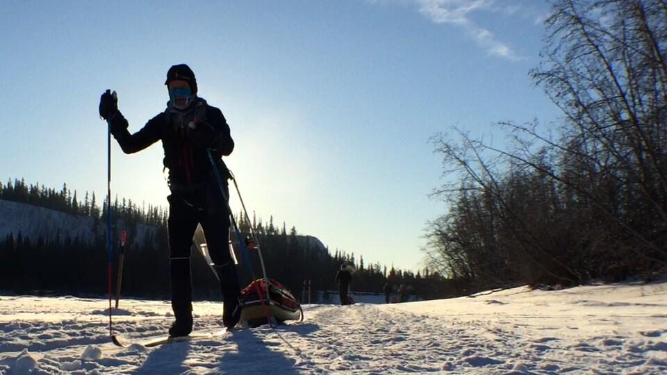 skieur sur la piste de l'Arctic Ultra