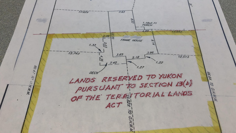 Plan serré d'une carte qui fait partie du cadastre d'une propriété.