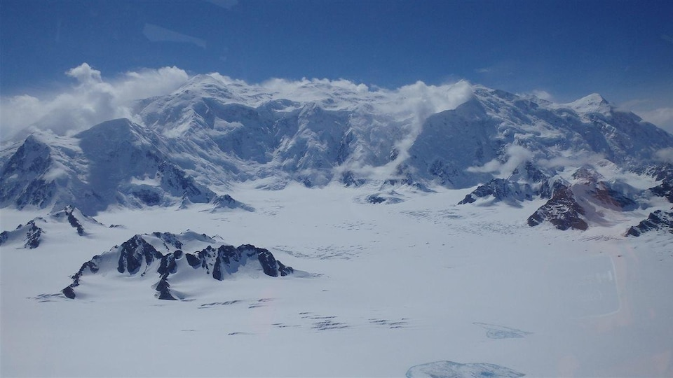 le mont Logan en vol