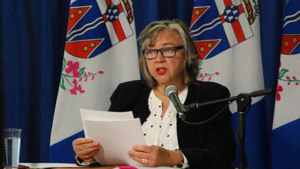 Tracy-Anne McPhee s'exprime en conférence de presse.