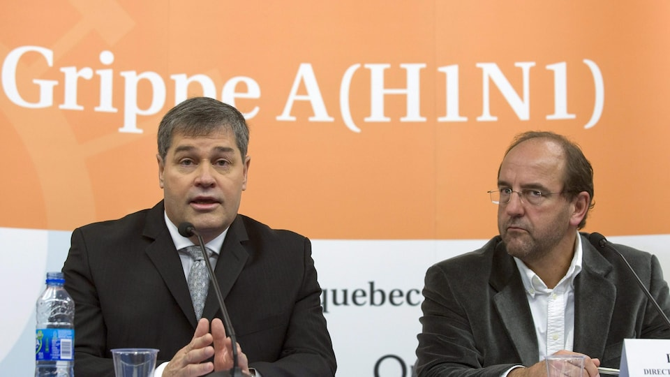 Le ministre de la Santé, Yves Bolduc, et le directeur de la santé publique, le Dr Alain Bolduc.