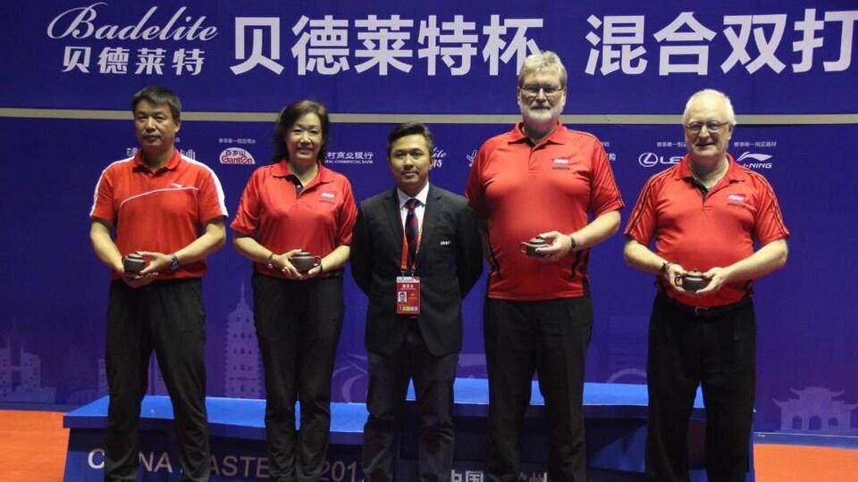 Yves Côté, à droite, en compagnie d'autres juge arbitres au China Masters en 2017
