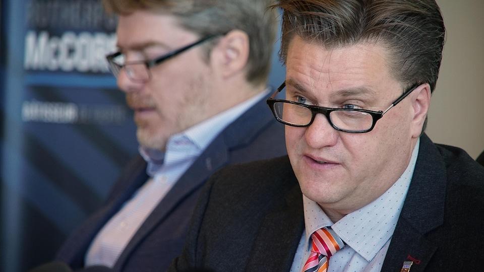 Yves Montigny, maire de Baie-Comeau et François Corriveau, directeur général de la Municipalité.