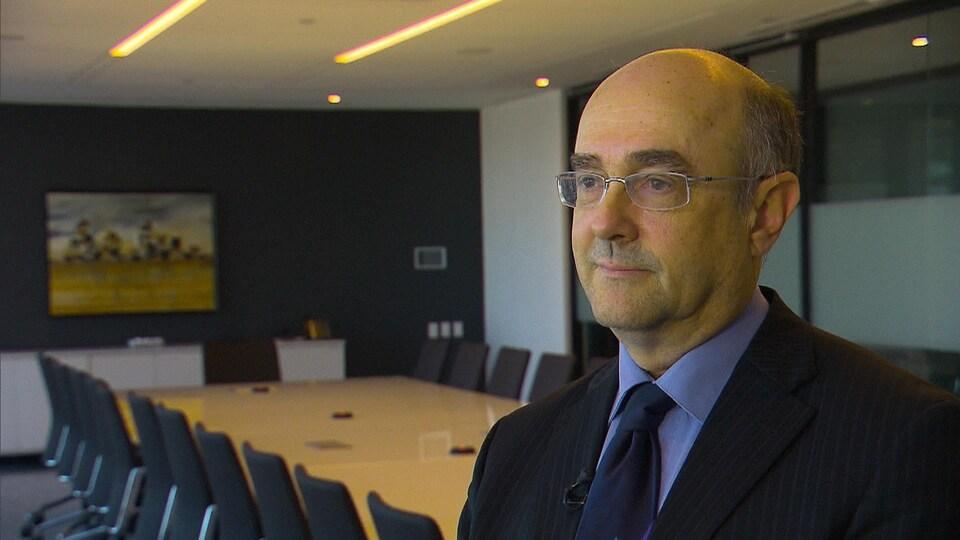 Dr Yves Robert.