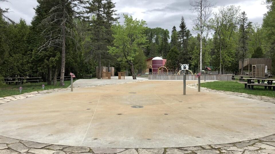 Des jeux d'eau sans enfants.