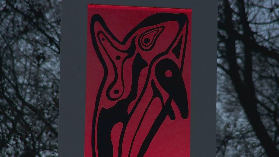 La première oeuvre de Virginie Rainville représente l'épaulard, un animal qui est très présent dans la culture des Premières Nations.