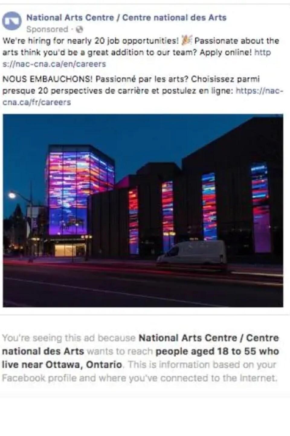 Une publicité bilingue du Centre national des arts cherche des candidats pour postuler l'un ou l'autre d'une vingtaine d'emplois. Au bas de l'annonce, Facebook indique que l'abonné voit la publicité parce que le Centre veut joindre des gens de 18 à 55 ans.
