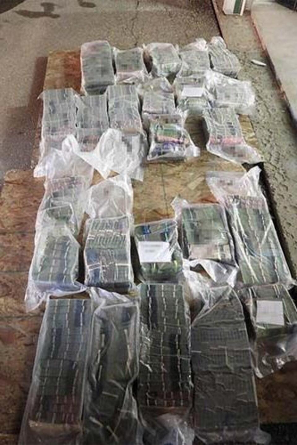Des briques de billet de banque.