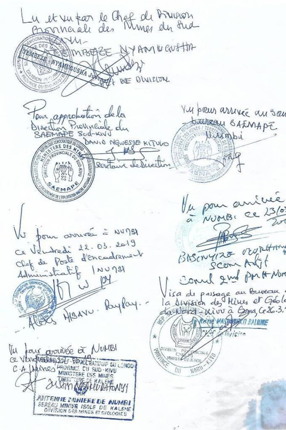 Signatures et étampes.