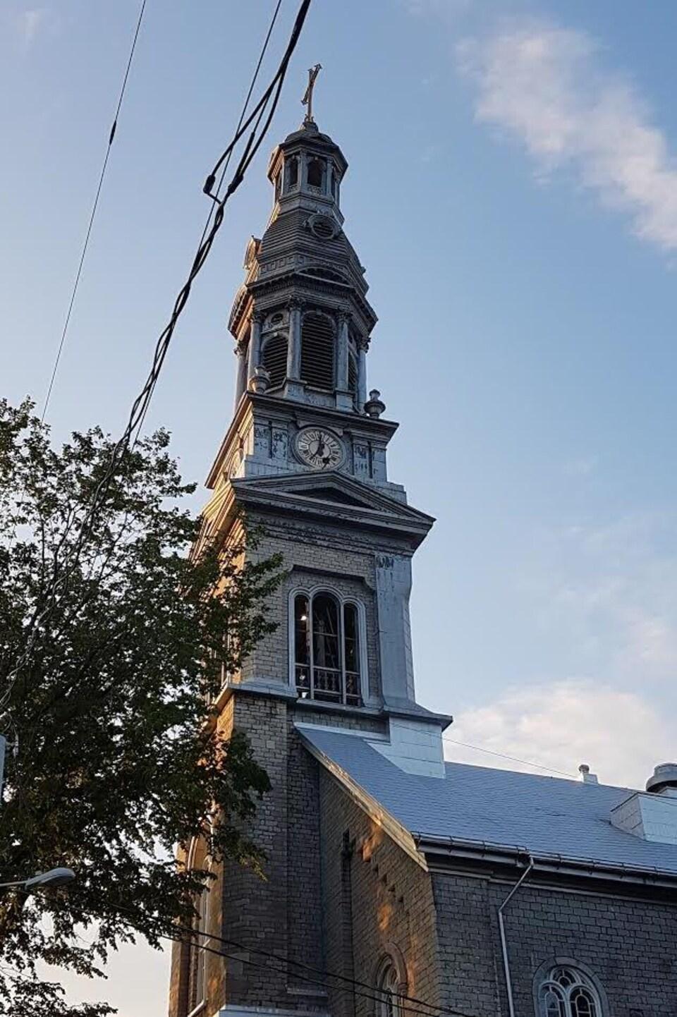 Le clocher de l'église Saint-Sauveur