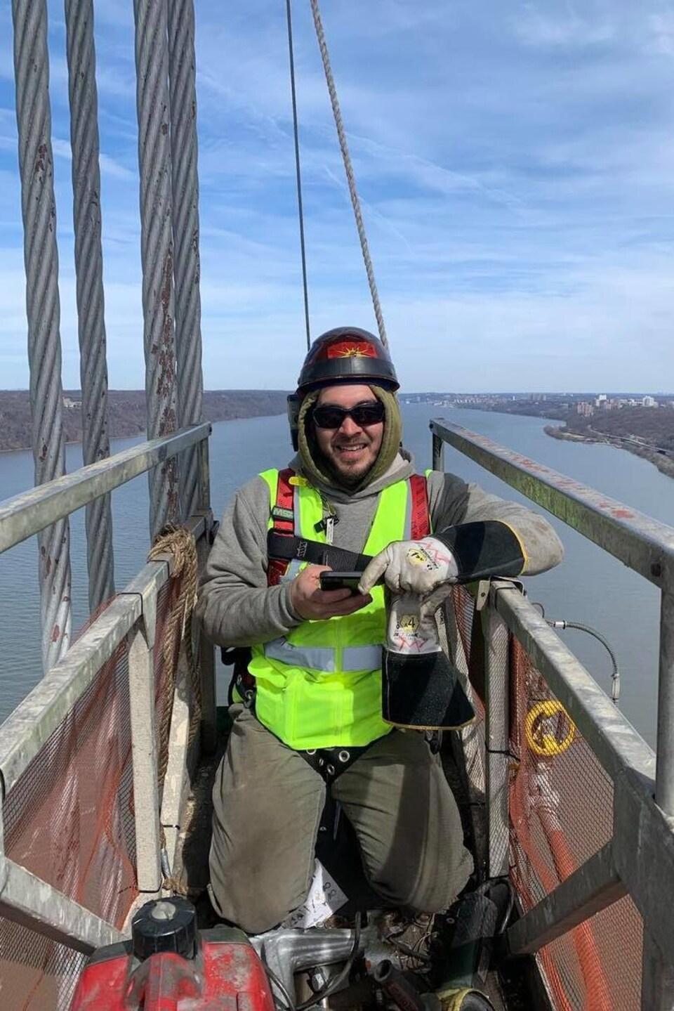 Mike White, 36 ans, a décidé de prendre une pause de son travail à New York pour rester auprès de sa famille à Kahnawake.