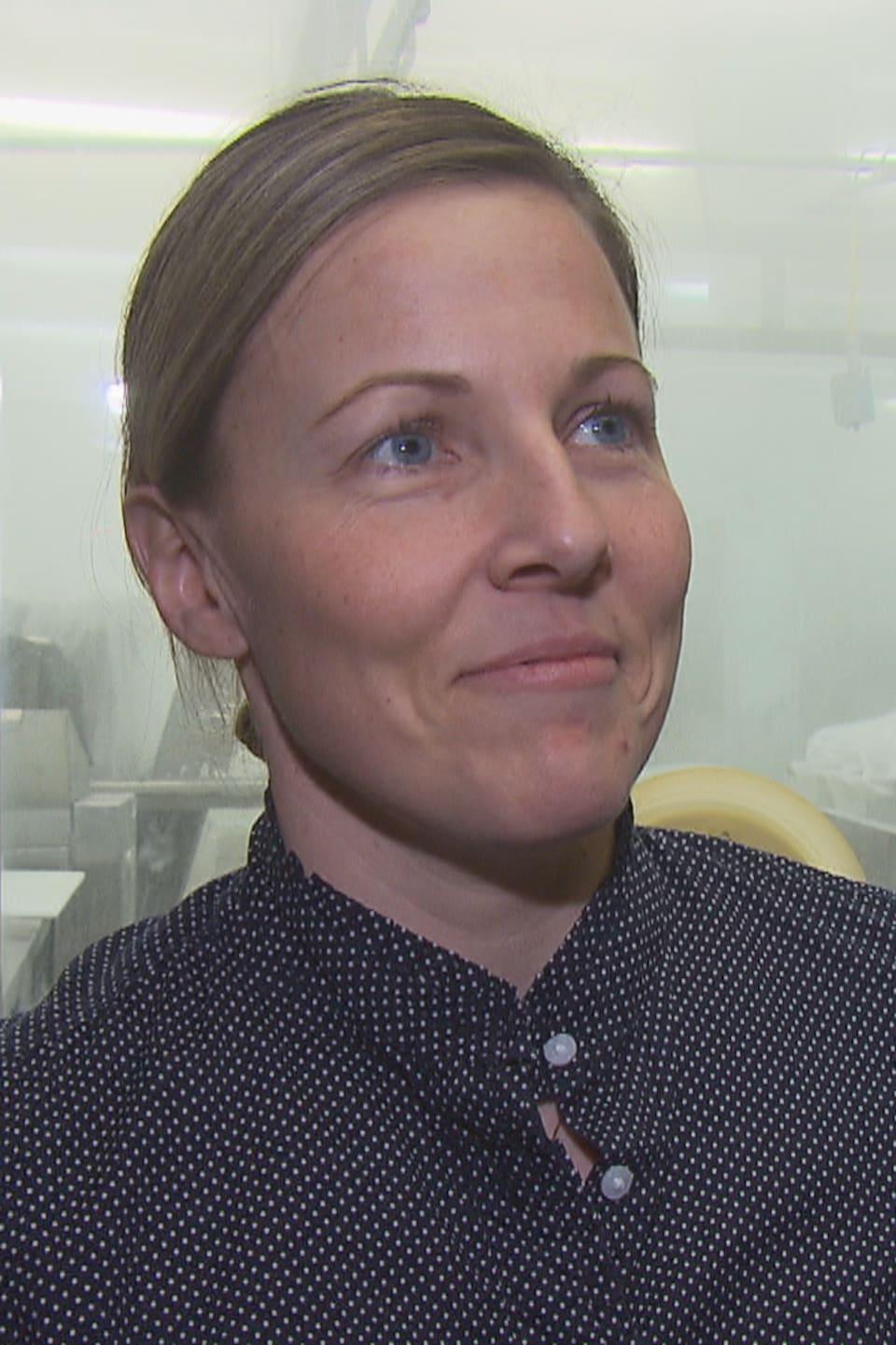 Stéphanie Giroux pendant une entrevue