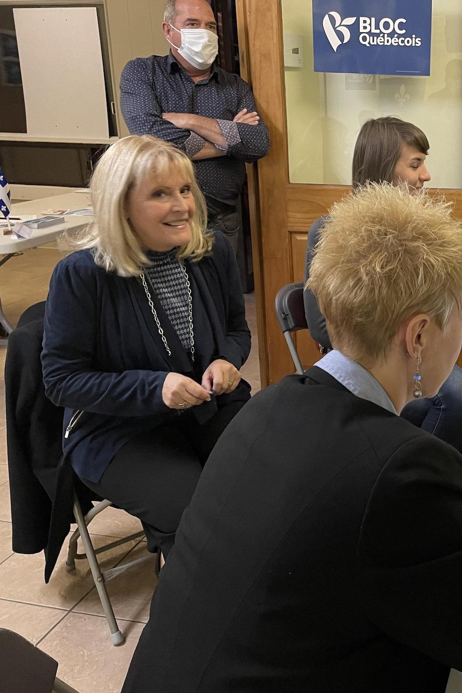 La députée bloquiste sortante Sylvie Bérubé et son équipe.