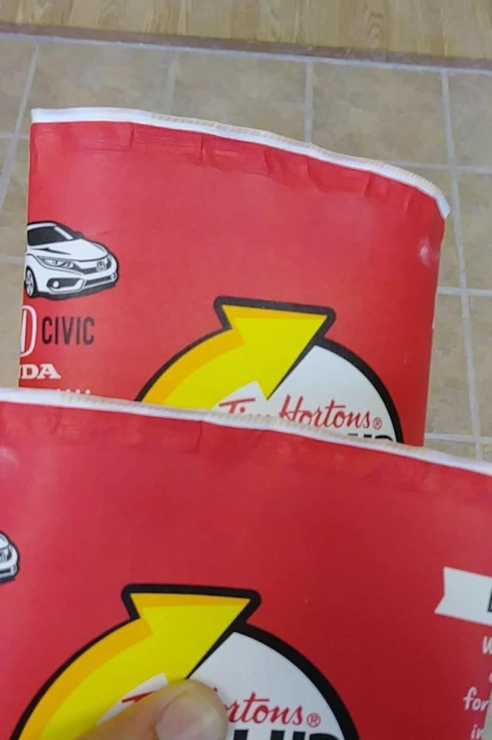 Ces gobelets ont été achetés dans un restaurant Tim Hortons de Terre-Neuve-et-Labrador.