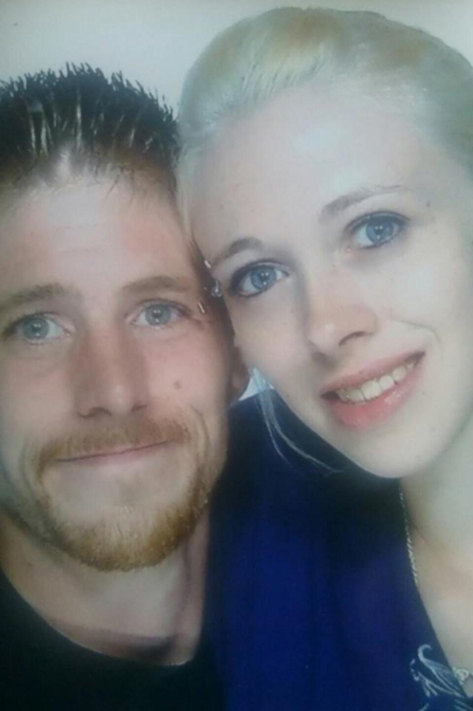 Tyler Fillmore et sa femme, Sara Fillmore, qui avait lancé un appel au public pour aider à le retrouver, après sa disparition.