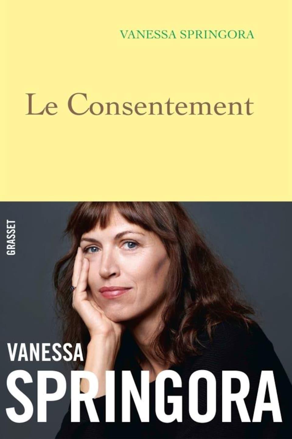 Couverture du livre, qui est jaune avec la photo de l'autrice dessus