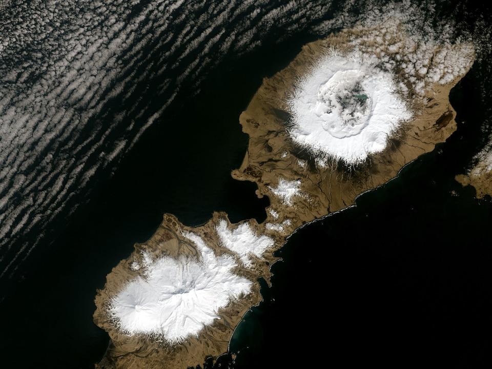 Image satellite du volcan OkmokI.