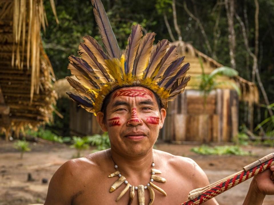 Un membre de la tribu des Dessana.
