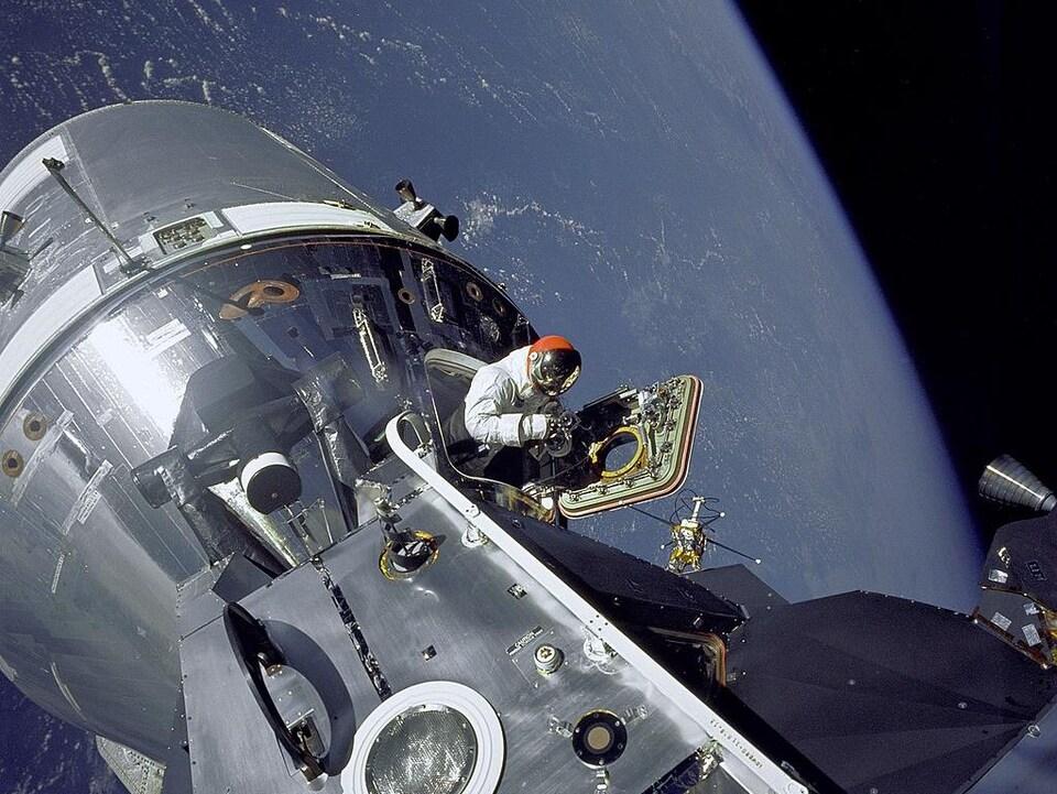 David Scott dans l'espace.