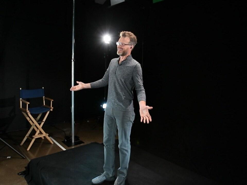 Le comédien et interprète Dashan répétant pour un spectacle holographique dans le studio d'ARHT Media à Toronto.