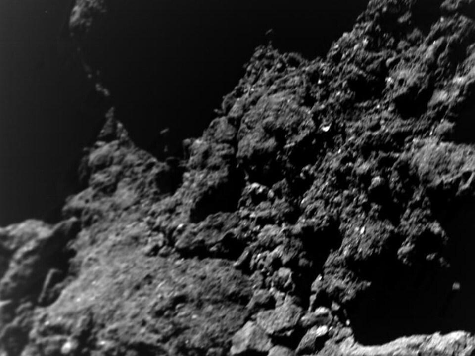 Une vue rapprochée de l'astéroïde Ryugu.