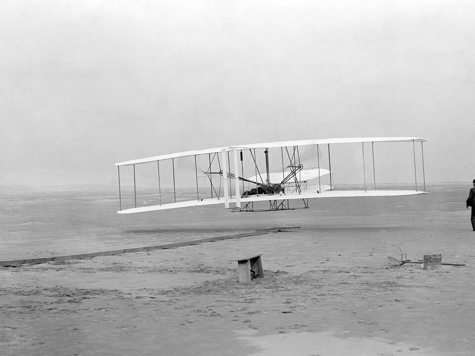 Le premier vol motorisé des frères Wright s'est déroulé le 17 décembre 1903.