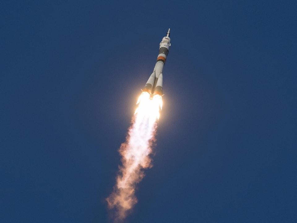 La puissante fusée russe Soyouz-FG a quitté sans encombre le pas de tir du cosmodrome de Baïkonour, situé au cœur des steppes du Kazakhstan, à 6 h 31 précise.