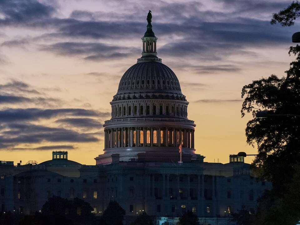 Vue du Capitole à la levée du jour.
