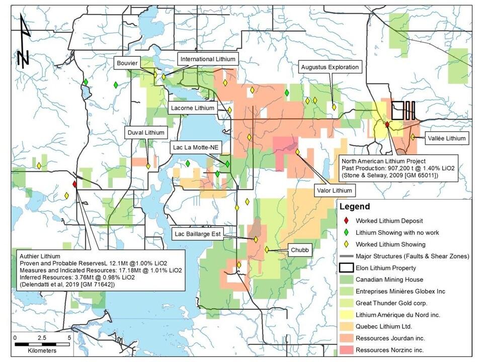 Une carte montre les différentes propriétés minières en Abitibi.