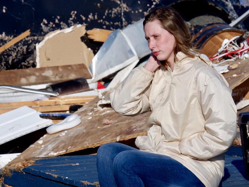 Jessica Chandler, dans les débris de sa maison.